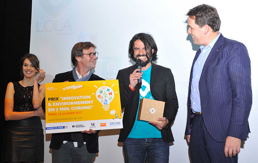 Laurent Romejko et Fanny Agostini remettent le prix Innovation à Julien Tournier SonarLabs FIM2017